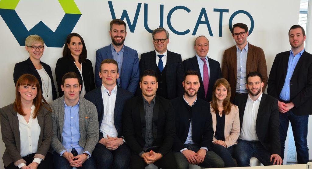 It's alive! Das WUCATO Team bei der Launch Party mit den Würth-Vorständen Bernd Herrmann (obere Reihe, 4. v.l.) und Peter Zürn (obere Reihe, 5. v.l.) (Quelle: Wucato.de).